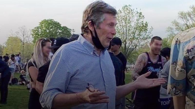 Toronto Mayor John Tory apologizes for wearing mask